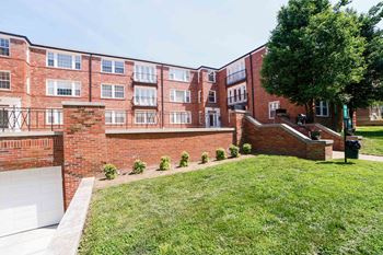 7517-7519 Oxford 2 Beds Apartment for Rent Photo Gallery 1