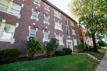 1014-1038 Oakview Pl 1 Bed Apartment for Rent Photo Gallery 1