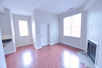 818 Russell 1-2 Beds Apartment for Rent Photo Gallery 1