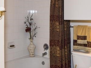 Bella Ruscello Luxury Apartment Homes Duncanville bathroom