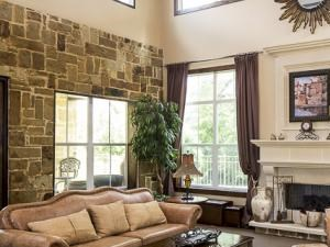 Bella Ruscello Luxury Apartment Homes Duncanville clubhouse sitting area with fireplace