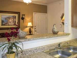 Bella Ruscello Luxury Apartment Homes Duncanville kitchen with granite style counter tops