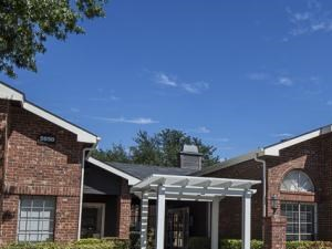 Crestmont Reserve Apartment Homes Dallas, TX Leasing Office