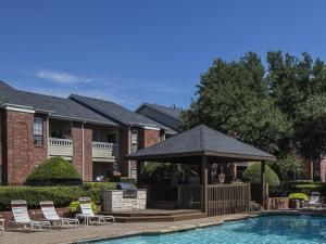 Crestmont Reserve Apartment Homes Dallas, TX Swimming Pool