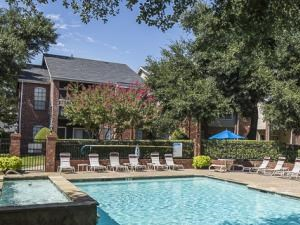 Crestmont Reserve Apartments Dallas Swimming Pool