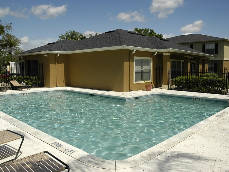 outdoor pool_Dunwoodie Place Apartments Orlando, FL