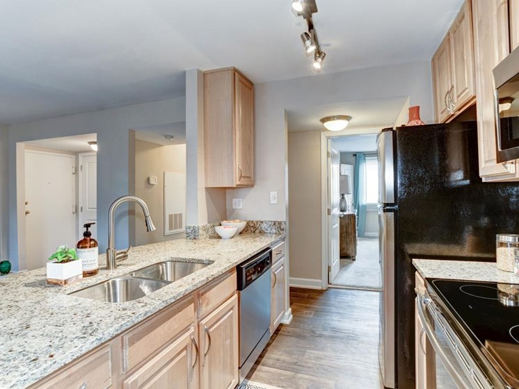 Maple Kitchen Cabinets at Ellicott Grove, Maryland, 21043