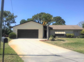 2102 SE Dolphin Rd 3 Beds House for Rent Photo Gallery 1