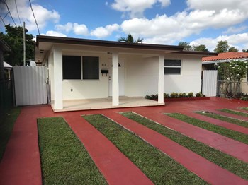 618 NW 57 Court 3 Beds House for Rent Photo Gallery 1