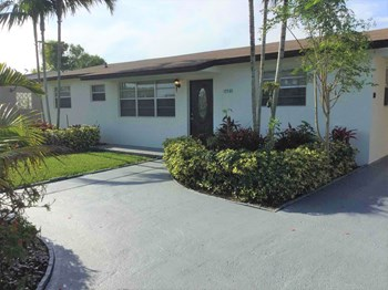 15530 SW 295 Ter 4 Beds House for Rent Photo Gallery 1