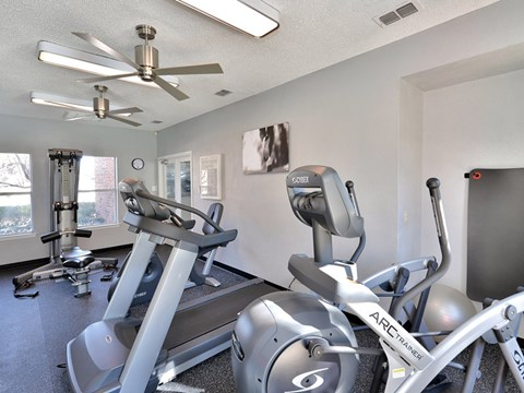 Huntington Glen Apartments Bedford Cardio and Fitness Center