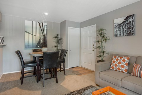 Mission Reilly Ridge | Living and Dining Area