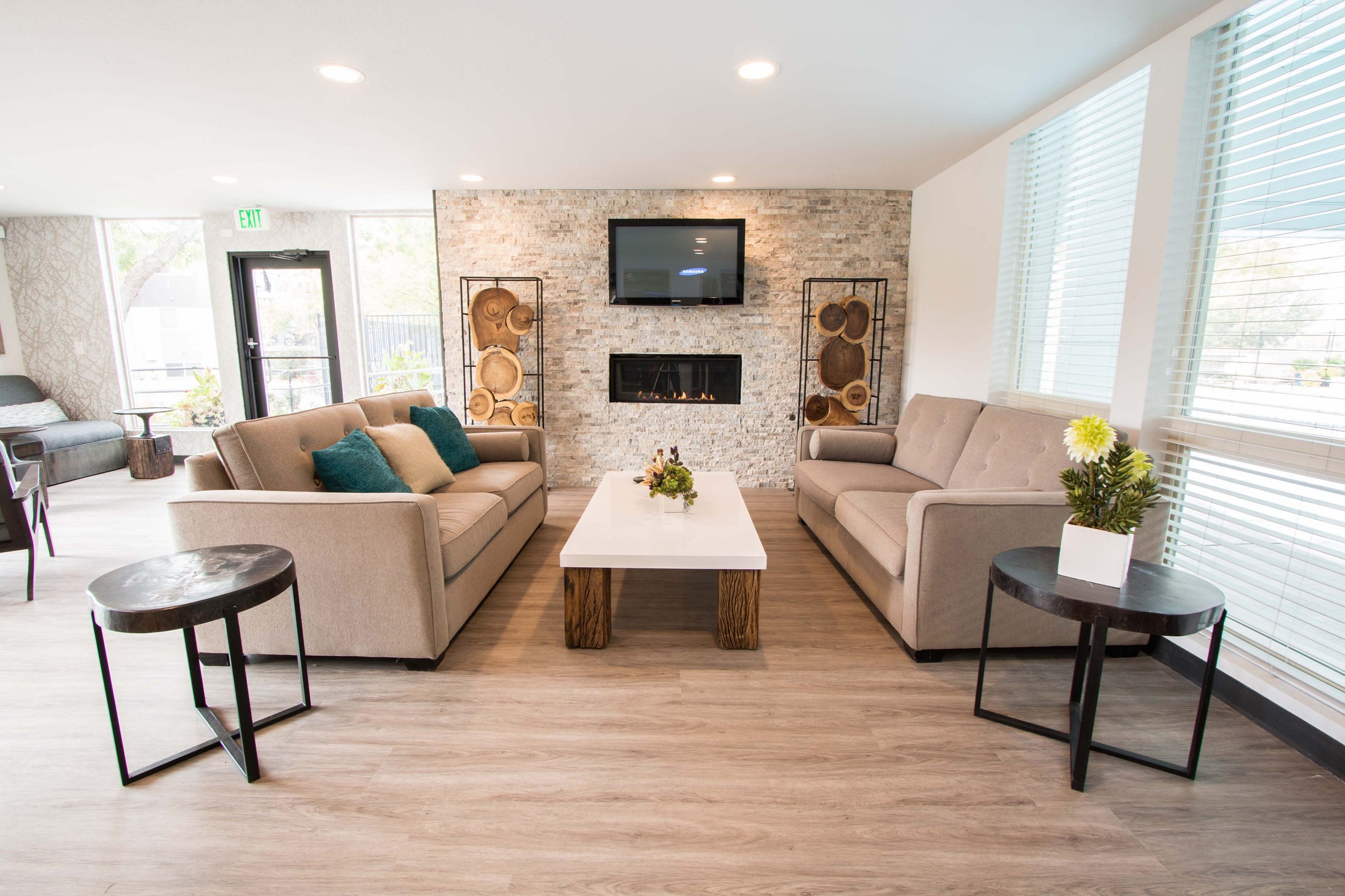 Resident Lounge at Park 88 Apartments in Thornton, CO