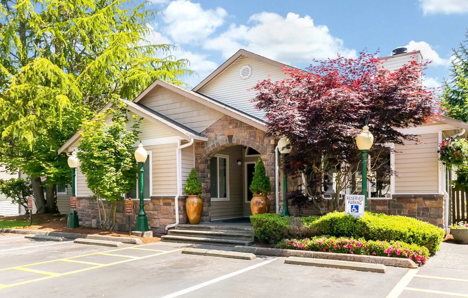 Stop by the leasing office at Silverlake Apartments in Everett, WA.