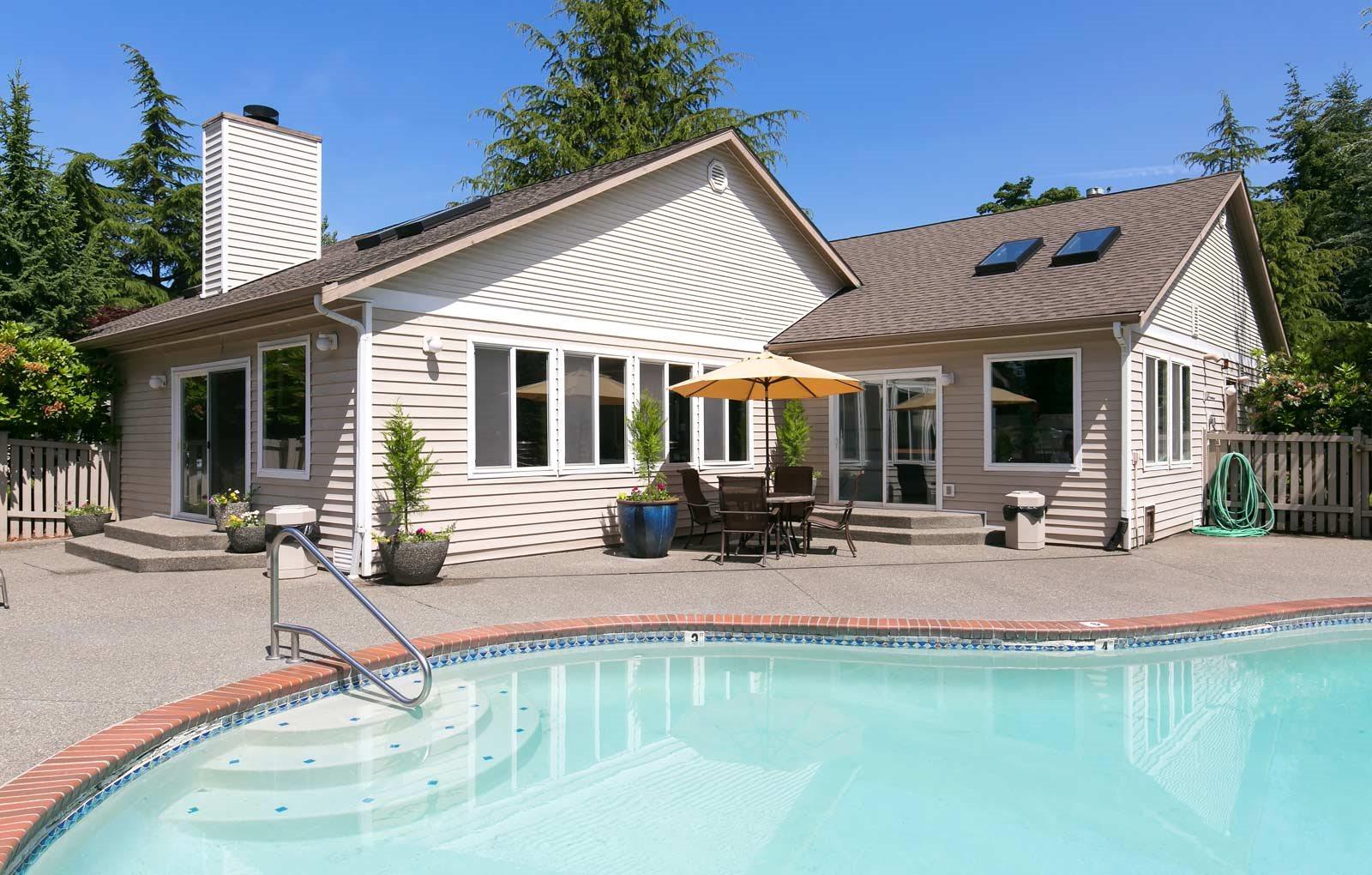 Silverlake Apartments in Everett, WA sparkling swimming pool
