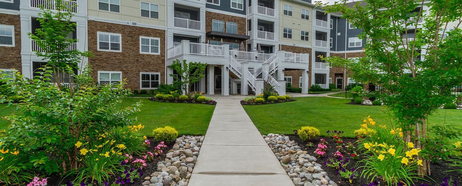 Courtyard of The Haven luxury apartments in Malvern, PA