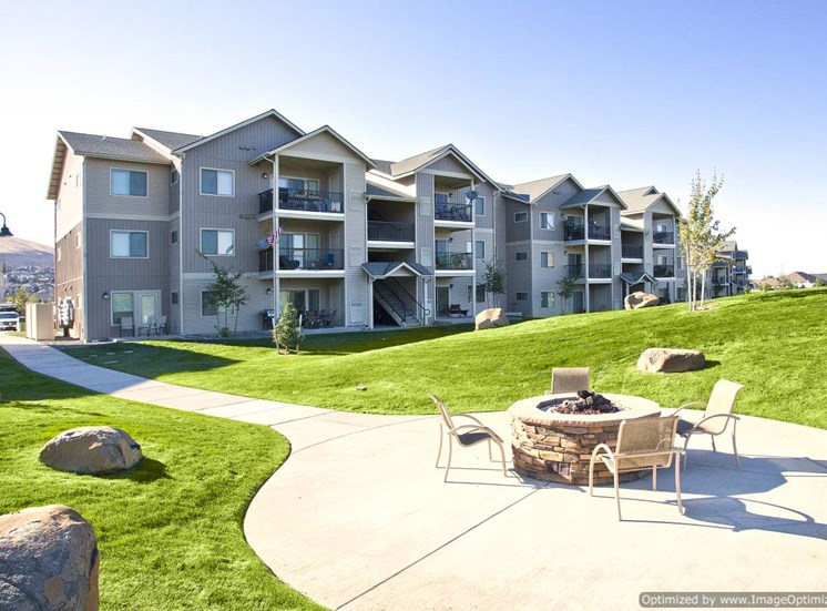 Richland, WA Badger Mountain Ranch Apartments, Fire Pit