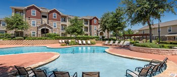 300 South A.W. Grimes Blvd 3 Beds Apartment for Rent Photo Gallery 1