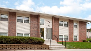 211 Greenvale Avenue 1-3 Beds Apartment for Rent Photo Gallery 1