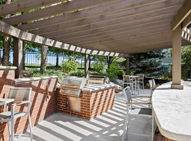 Outdoor Resident Kitchen at Cambridge Square Apartments, Overland Park, KS 66211