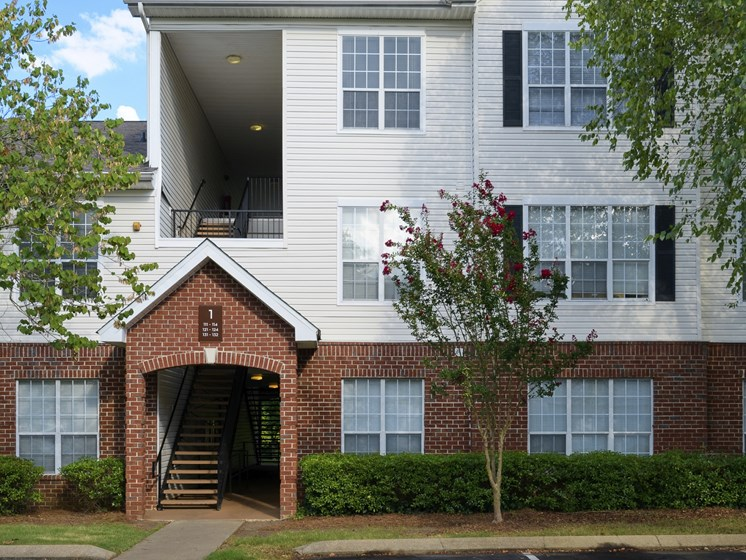 Exterior breezeway at Parc 1346 in Chattanooga, TN 37421