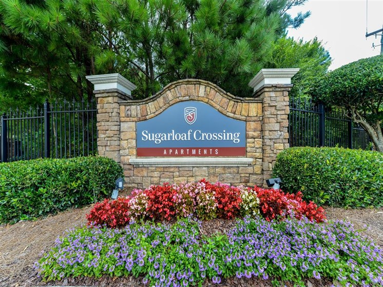 Sugarloaf Crossing Signage