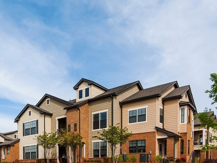 Exterior View With Architectural Details at Tapestry at Hollingsworth Park, Greenville, 29607
