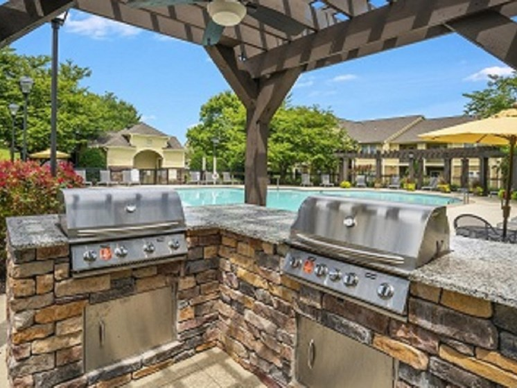 Looking for the perfect way to entertain guests or enjoy time spent with family and friends? Utilize the Picnic and Grilling Areas at The Overlook Apartments Homes, Antioch, TN 37013