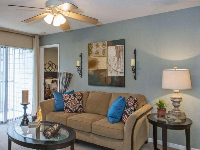 Bright Open Den Living Space with Cozy Fireplaces and Amble Room for Couches and Furniture at The Summit Apartments, Memphis, TN 38128