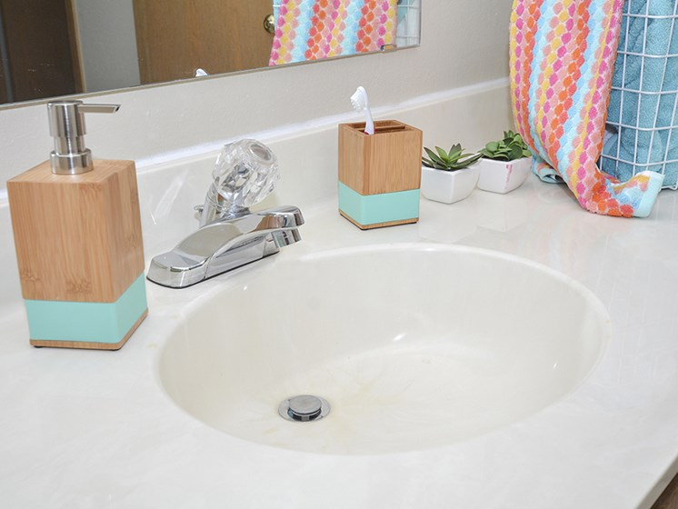 Spacious Counter-tops in Bathrooms