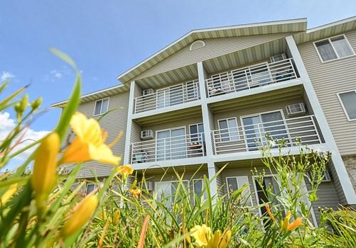 Wyndemere Apartments Community Thumbnail 1