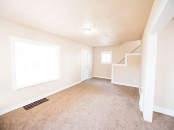 879 Hammel St. 3 Beds Apartment for Rent Photo Gallery 1