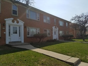 5201-5219 W. Howard Avenue 2 Beds Apartment for Rent Photo Gallery 1