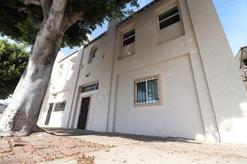 1847 W. Florence Ave. 1-4 Beds Apartment for Rent Photo Gallery 1
