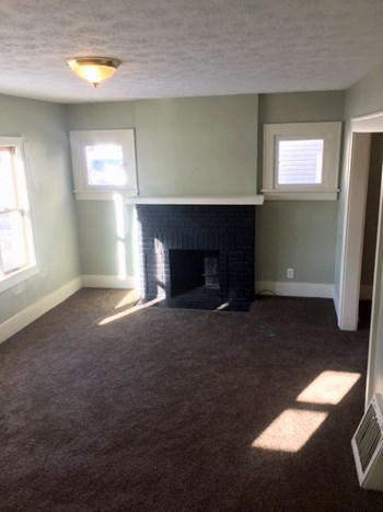 1321 Brown St. 3 Beds Apartment for Rent Photo Gallery 1