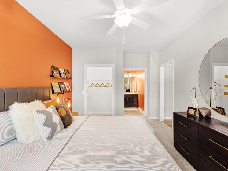 Spacious Bedrooms With En Suite Bathrooms at Abberly Avera Apartment Homes, Manassas, VA