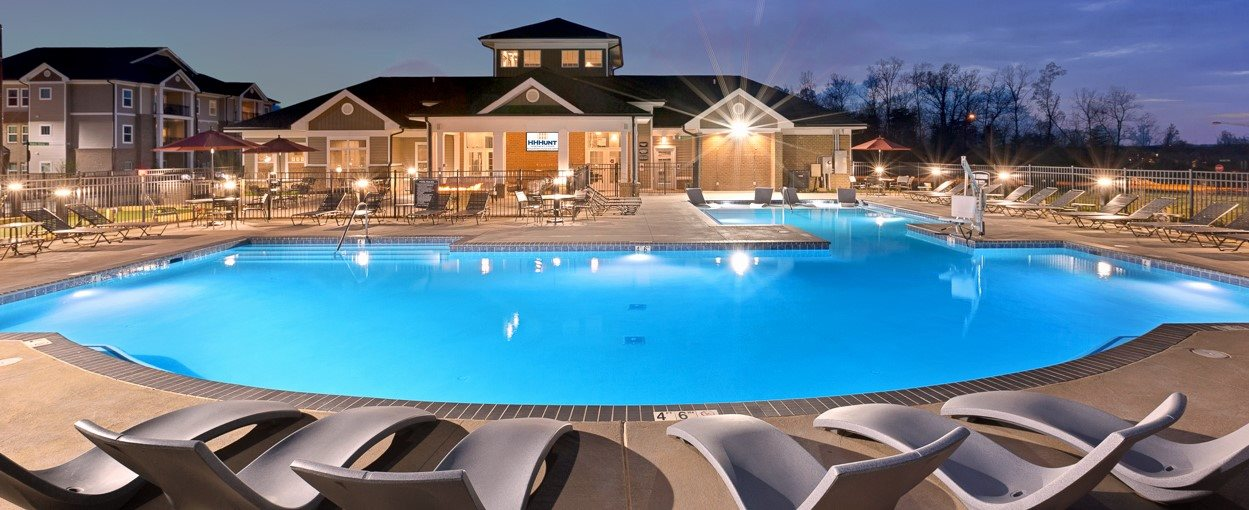 Relaxing Area by the Pool at Abberly Avera Apartment Homes, Virginia