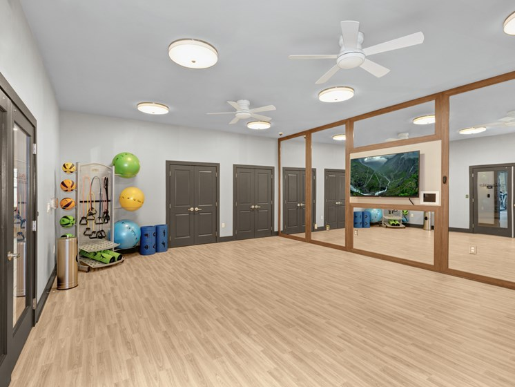 Elite Fitness Center With Cardio And Strength Studio at Abberly Avera Apartment Homes, Manassas