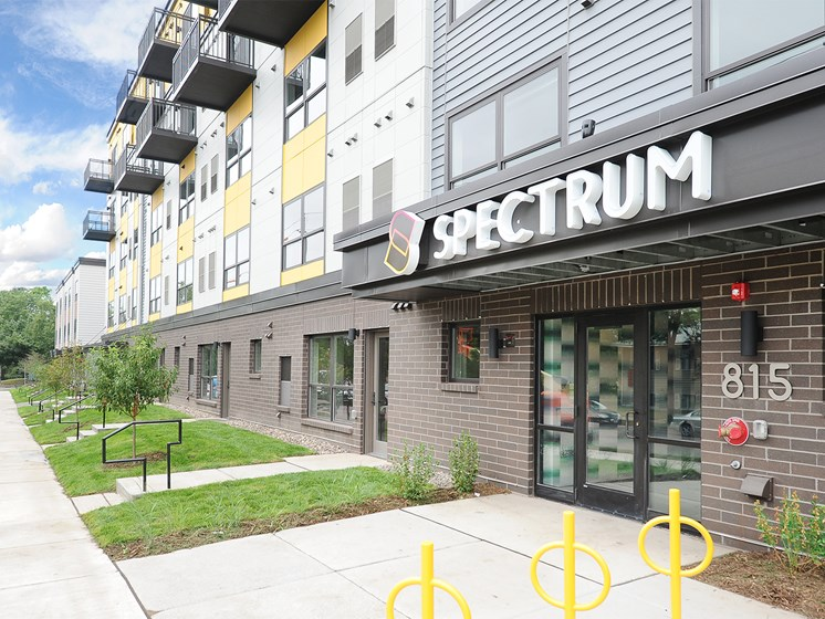 Exterior of Spectrum Apartments Townhomes Minneapolis