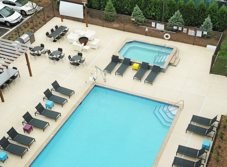 Outside Pool and Hot Tub at Spectrum Apartments Townhomes Minneapolis
