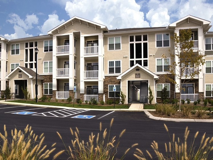Premier Apartment Community at Grand Oak at Town Park, Tennessee