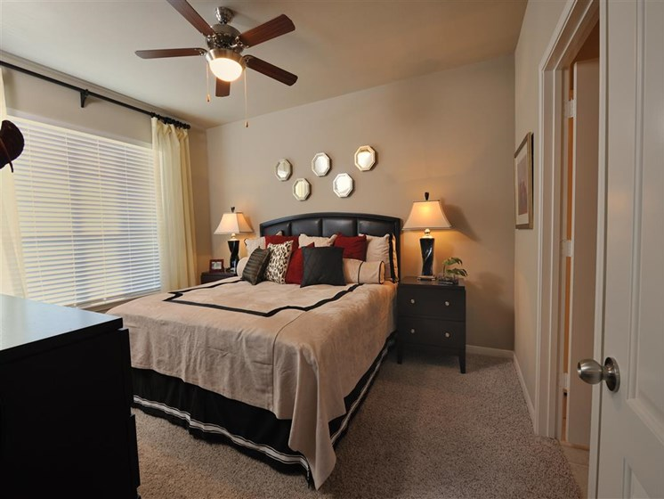 Spacious Bedrooms with en Suite Bathrooms at Landing at Round Rock, Round Rock, TX