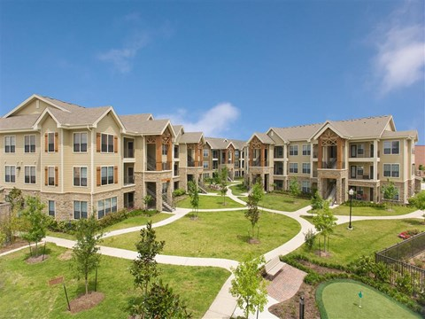 Professional Landscaped Grounds at Yorktown Crossing, Houston