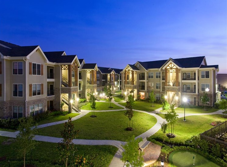 Convenient Mid-Rise Living at Yorktown Crossing, Houston,Texas
