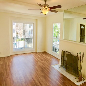 816 and 818 Shenandoah Street 3 Beds Apartment for Rent Photo Gallery 1