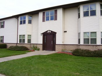 689 Trapping Brook Road 3 Beds Apartment for Rent Photo Gallery 1