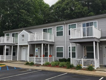 211 Cottage Green Drive 2 Beds Apartment for Rent Photo Gallery 1