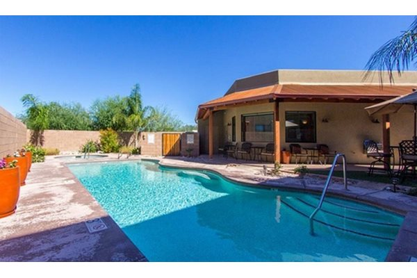 Pool at Galeria Del Rio Townhomes in Tucson, AZ