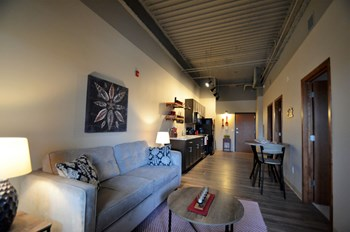 415 6th St N Studio Apartment for Rent Photo Gallery 1