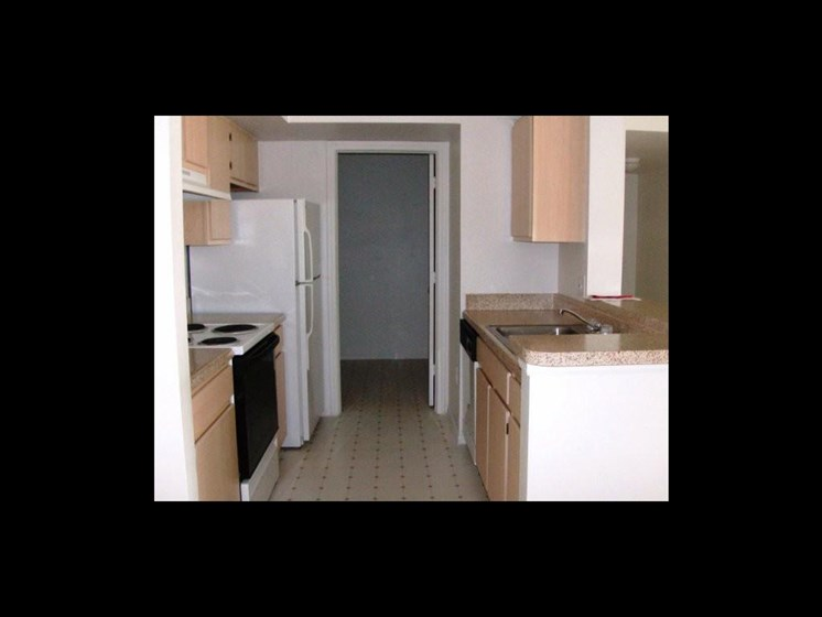 apartment kitchen_The Crossings at Cape Coral Cape Coral, FL